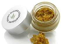 makeup to go blog Lauren Brooke Cosmetique Organic Sweet Chai Lip Scrub post travel recovery